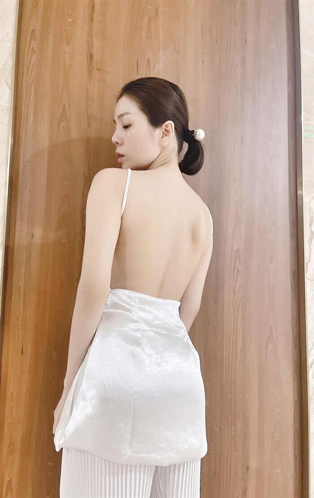 Lệ Quyên đăng ảnh giường chiếu, tương tác cực tình với Lâm Bảo Châu-5