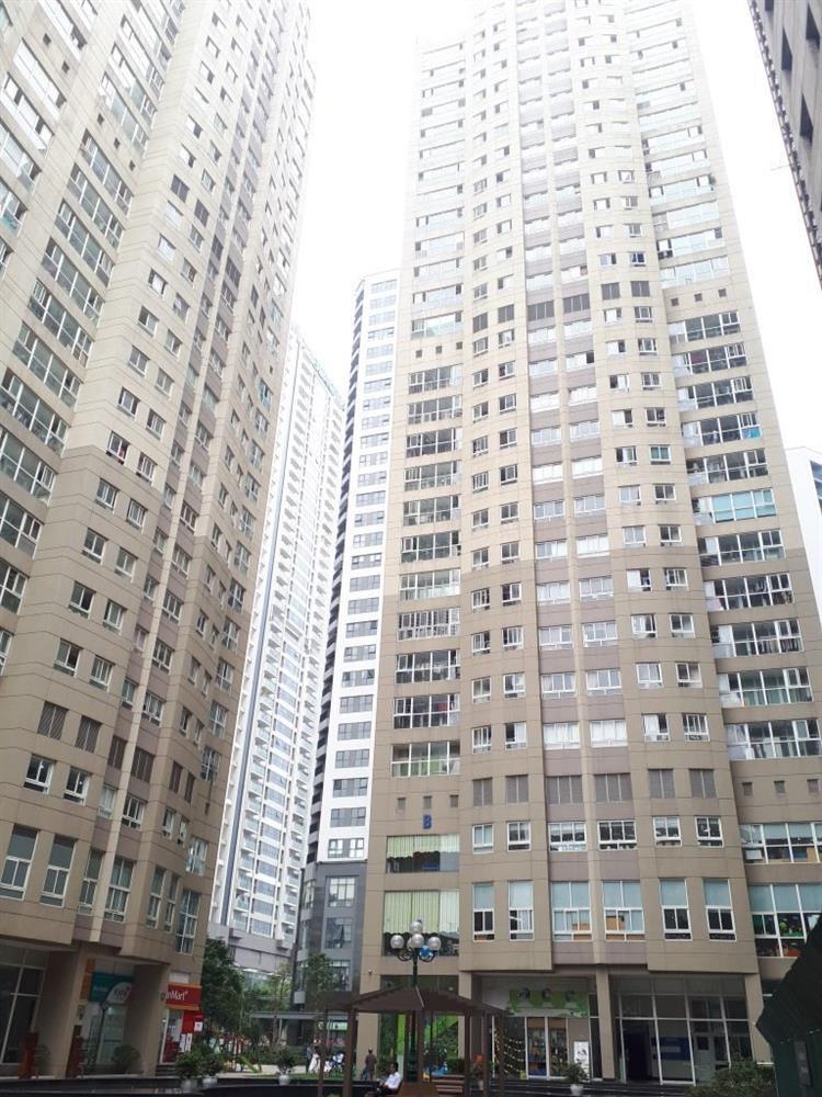 Bé 5 tuổi ở Hà Nội rơi từ tầng 11 chung cư xuống tầng 3 tử vong-1