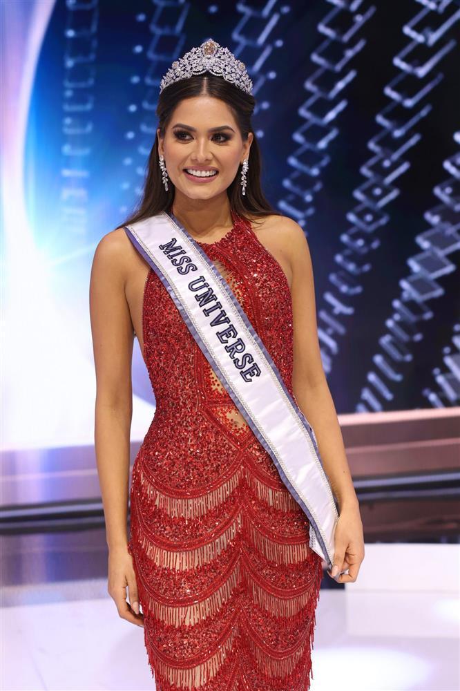 Nhan sắc tân Miss Universe bị bà mẹ U40 chặt đẹp-9