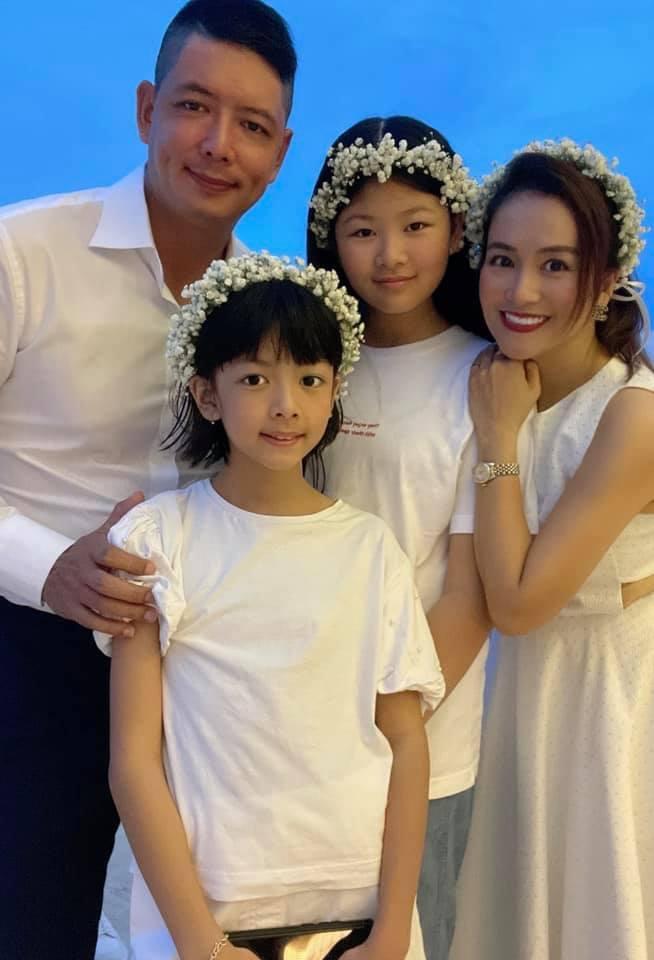 Vợ 7X của Bình Minh dẩy đầm cực sung, nhìn tưởng teen girl