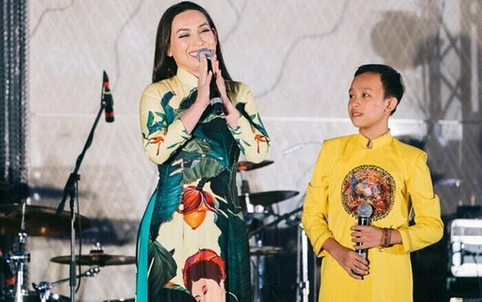 Phía Phi Nhung phản hồi clip Hồ Văn Cường chui gầm sân khấu hát bè-5