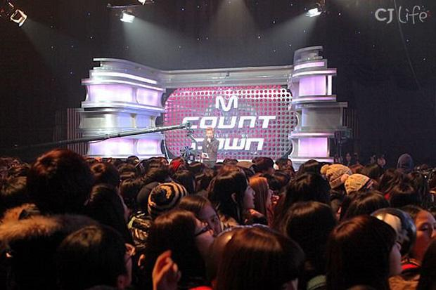 Đằng sau sân khấu ngắn ngủi, idol Kpop bị bào mòn sức khoẻ nặng nề-4