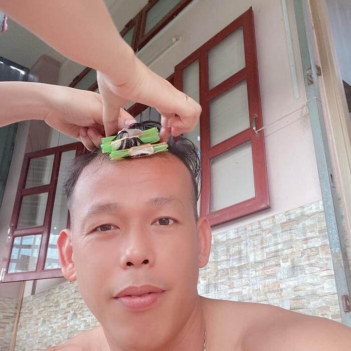 Ông chú Tấn Trường khoe được vợ uốn tóc, xem thành quả suýt ngất-1