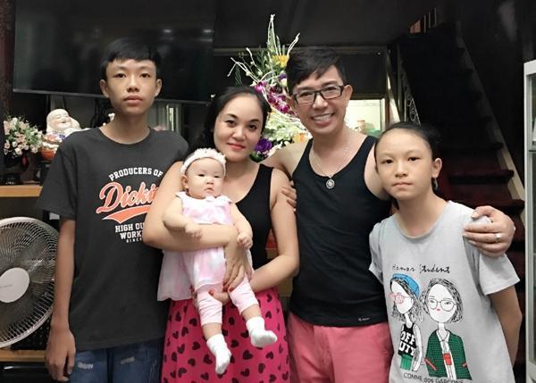 Con trai Long Nhật và vợ Á khôi: Cao 1m8, mặt mũi khôi ngô-8