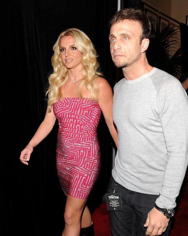 Britney Spears chính thức giải nghệ, quản lý nhảy thuyền từ chức-2