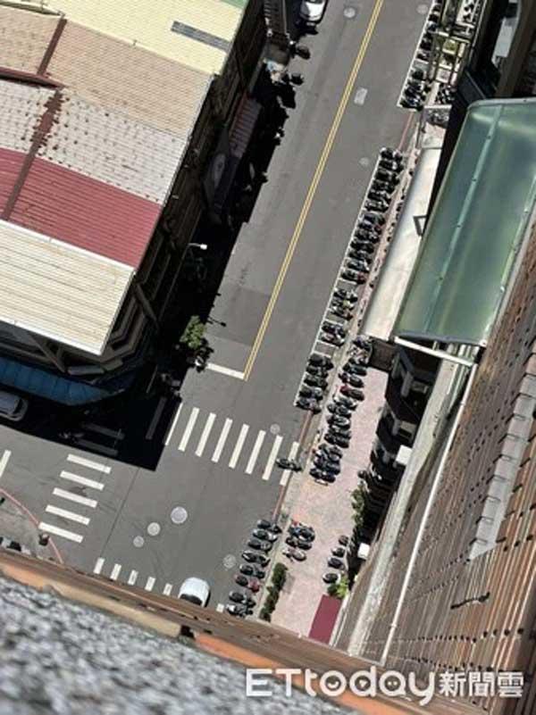 Rơi từ tầng 16 chung cư xuống vỉa hè, người phụ nữ mất đầu-1