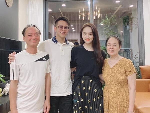 Sự thật sau hình ảnh Hương Giang đón sinh nhật cùng CEO Matt Liu-2