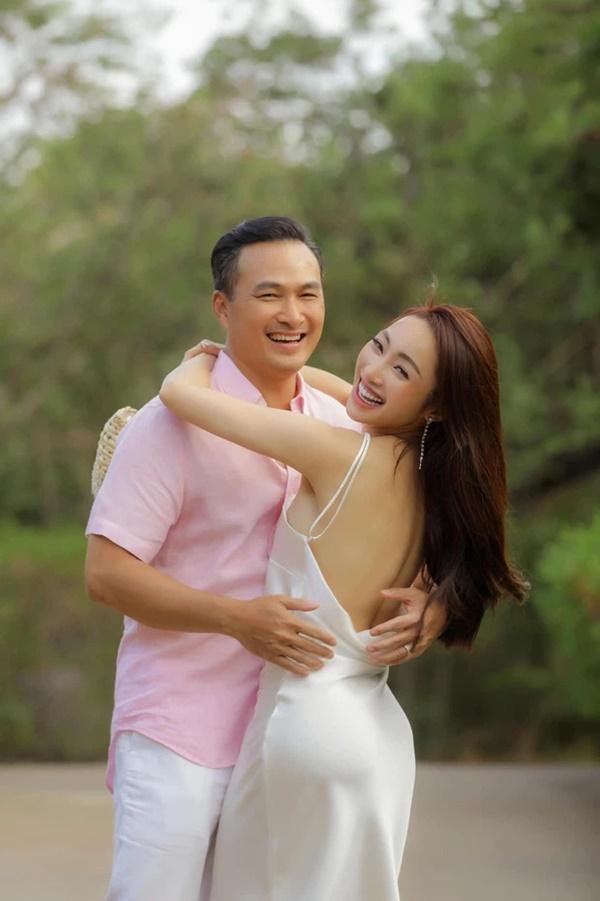 Vợ sắp cưới kém 16 tuổi của Chi Bảo mặc bikini khoe bụng bầu-9