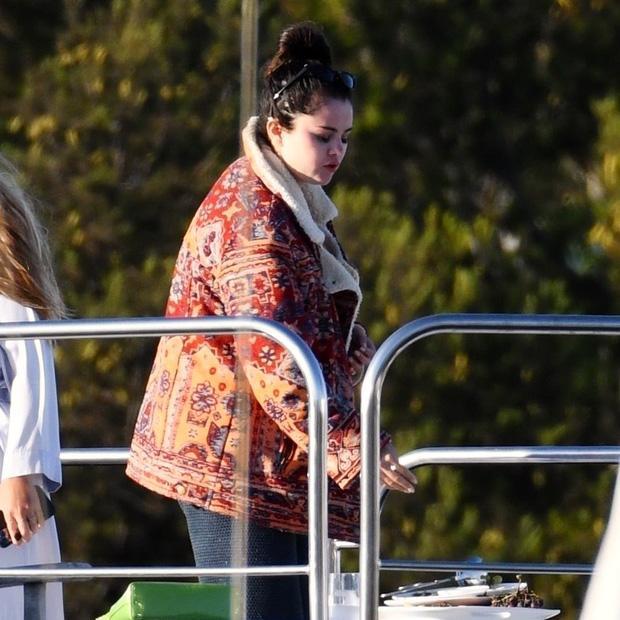 Không nhận ra Selena Gomez với thân hình phát phì-9
