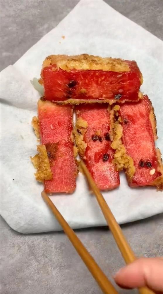 Hot rần rần món dưa hấu chiên xù, đỉnh cao ẩm thực hay là thảm họa ăn uống?-7