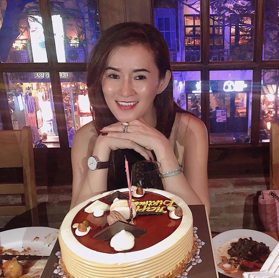 Nhan sắc mẹ Angela Phương Trinh trẻ như chị em với con gái-3