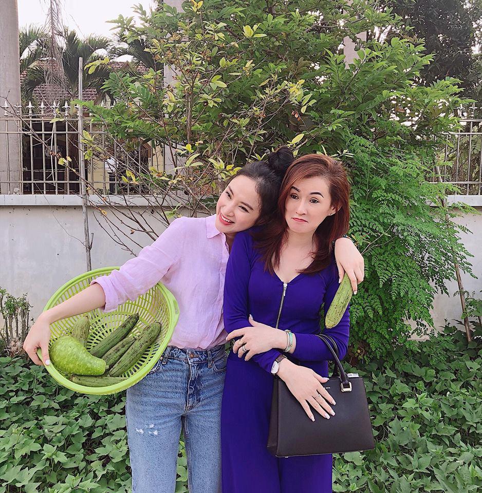 Nhan sắc mẹ Angela Phương Trinh trẻ như chị em với con gái-5