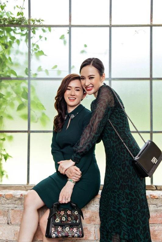 Nhan sắc mẹ Angela Phương Trinh trẻ như chị em với con gái-4