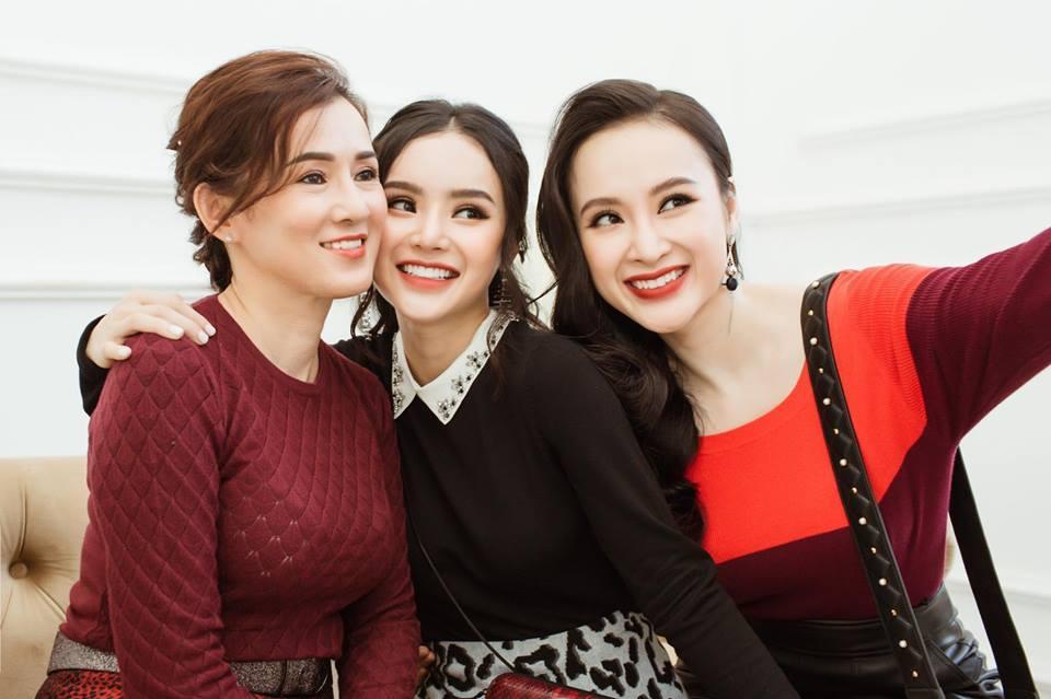 Nhan sắc mẹ Angela Phương Trinh trẻ như chị em với con gái-7