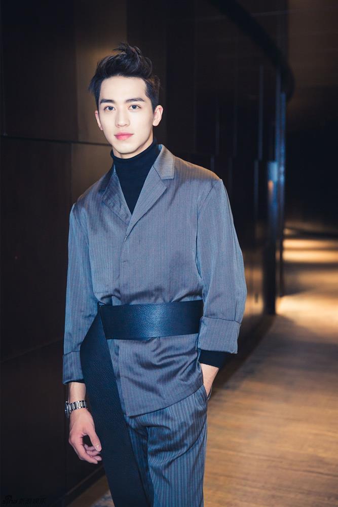 Hứa Ngụy Châu cạch bồ đam mỹ Hoàng Cảnh Du, bê bối sàm sỡ nữ giới-1