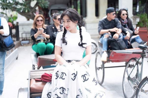 BST giày lênh khênh, áo hở ngực của mỹ nhân Việt khi đi từ thiện-12