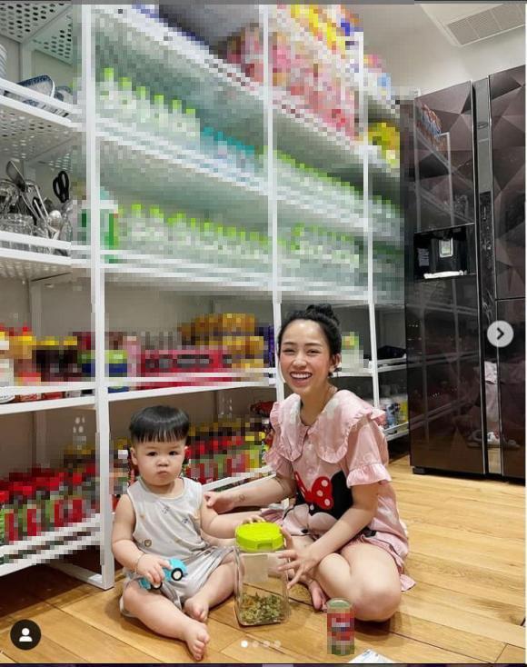 Tích trữ mùa dịch, ái nữ Minh Nhựa khoe kệ đồ như tiệm tạp hóa-2