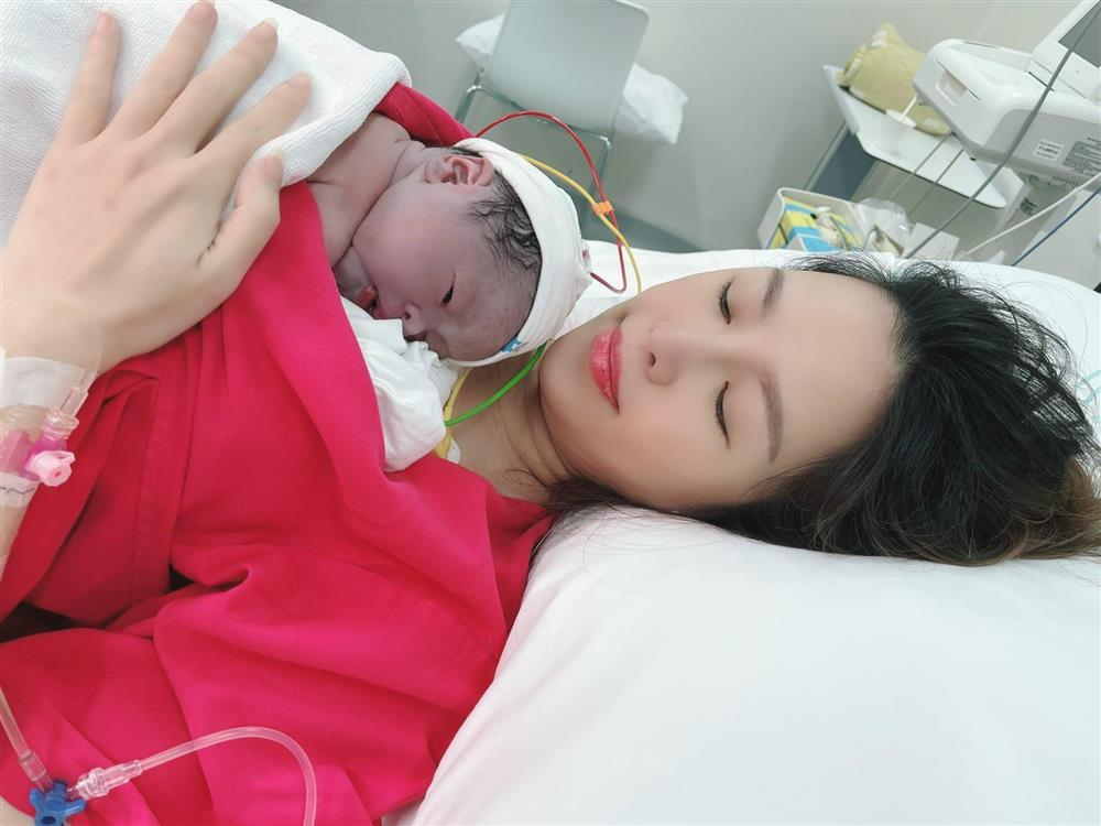 Quế Vân sinh con trai thứ 3 ở tuổi 39, em bé nặng 3.7kg-1
