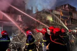 TP HCM: Hỏa hoạn kèm tiếng nổ lớn thiêu rụi 2 căn nhà, 3 căn khác cháy xém