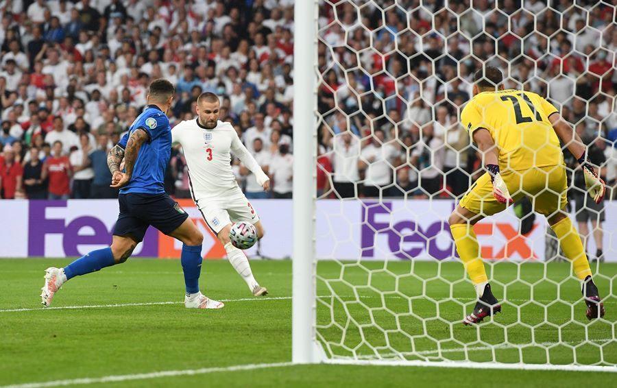 Clip: Siêu phẩm ở phút thứ 2 của Luke Shaw vào lưới đội tuyển Ý-1