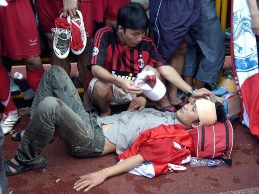 Cổ động viên đổ máu xem chung kết Euro-4
