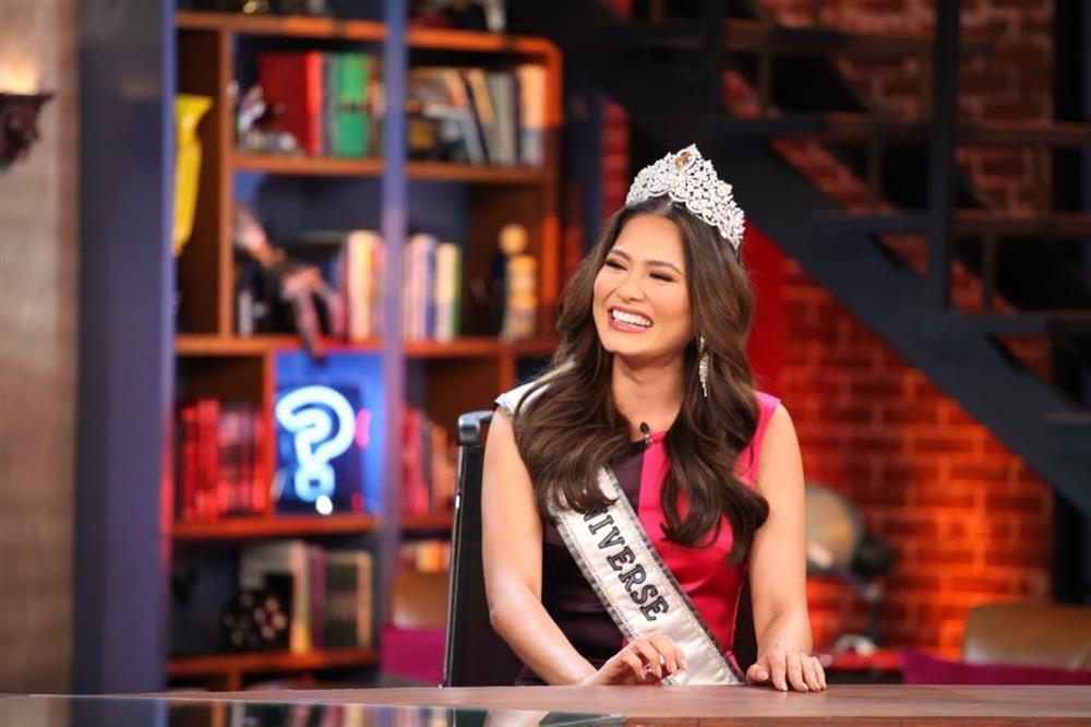 Nhan sắc tân Hoa hậu Hoàn vũ bị chê không hợp vương miện 116 tỷ-2