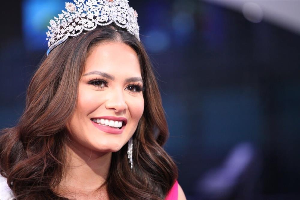 Nhan sắc tân Hoa hậu Hoàn vũ bị chê không hợp vương miện 116 tỷ-7