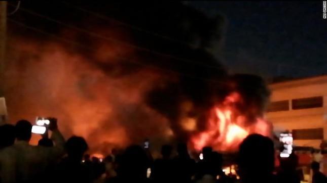 Iraq: Nổ bình oxy, cháy khu điều trị bệnh nhân Covid-19, hơn 110 người thương vong-1