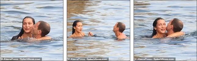 Bella Hadid diện bikini sexy hết nấc, tình bể bình bên bạn trai mới-6
