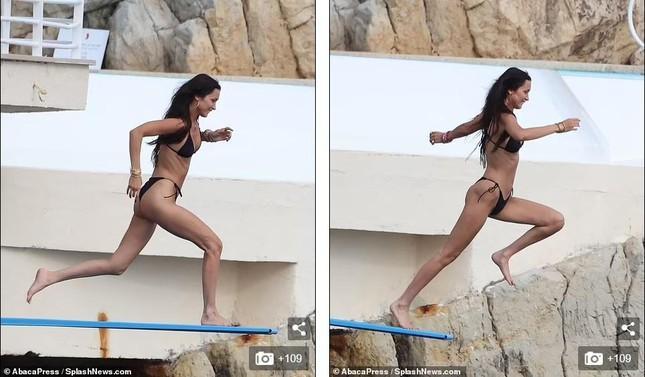 Bella Hadid diện bikini sexy hết nấc, tình bể bình bên bạn trai mới-8
