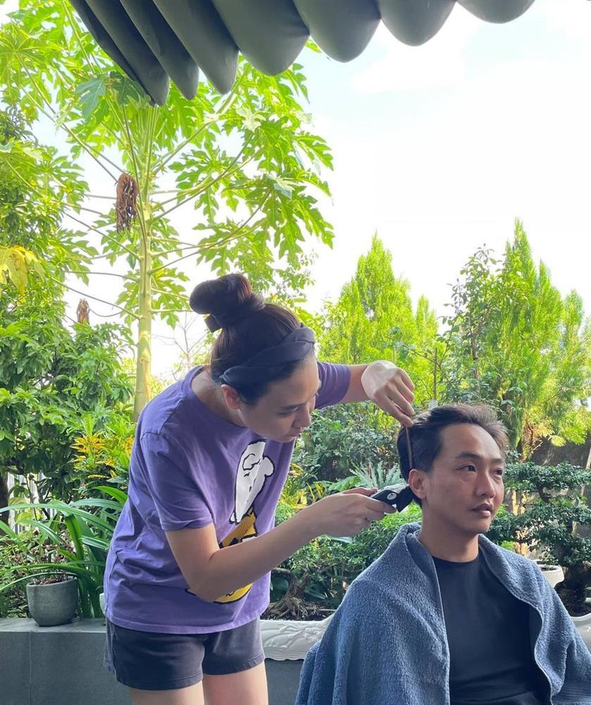 Cắt tóc cho Ông Cao Thắng, Đông Nhi biến chồng thành Giang Còi