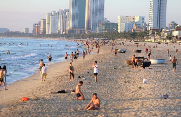 Đà Nẵng dừng tắm biển, cắt tóc và hoạt động thể dục thể thao từ 12h ngày 15/7-1