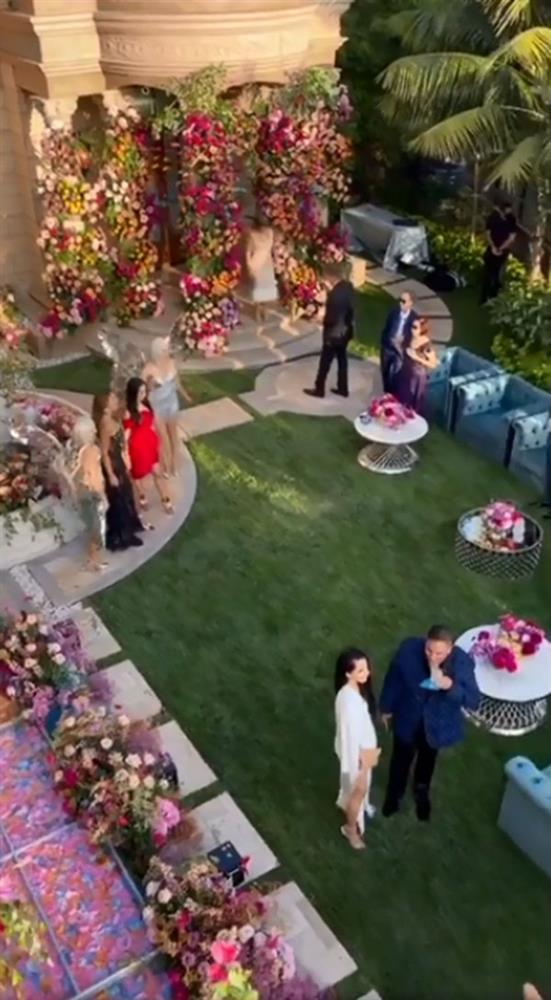 Nữ tỷ phú Việt kỷ niệm ngày cưới xa hoa, tặng chồng siêu xe 33 tỷ-3