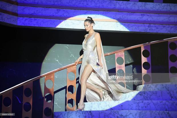 Bella Hadid 2 lần lộ hàng ở Cannes, lần nào cũng lộ ngay tam giác-8