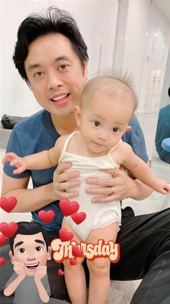 Con gái Hồ Ngọc Hà biểu cảm cưng xỉu khi bố chồng tương lai bế-2
