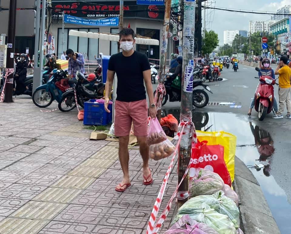 Công Vinh than đời bất công khi giúp Thủy Tiên từ thiện-4