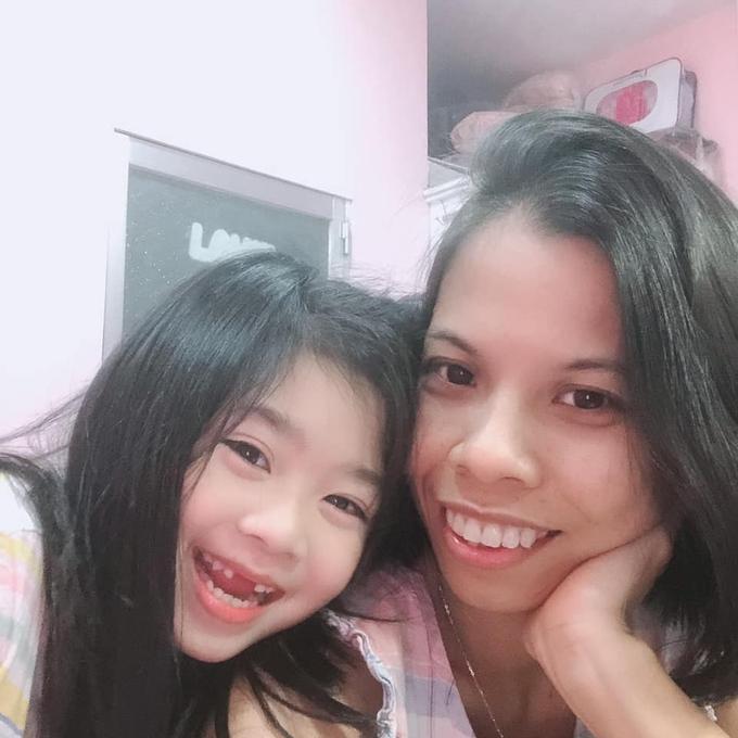 Con gái Mai Phương sống bình yên bên bảo mẫu-1