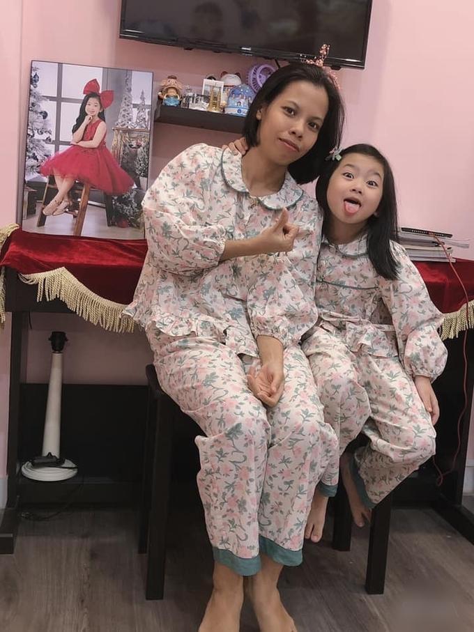Con gái Mai Phương sống bình yên bên bảo mẫu-3