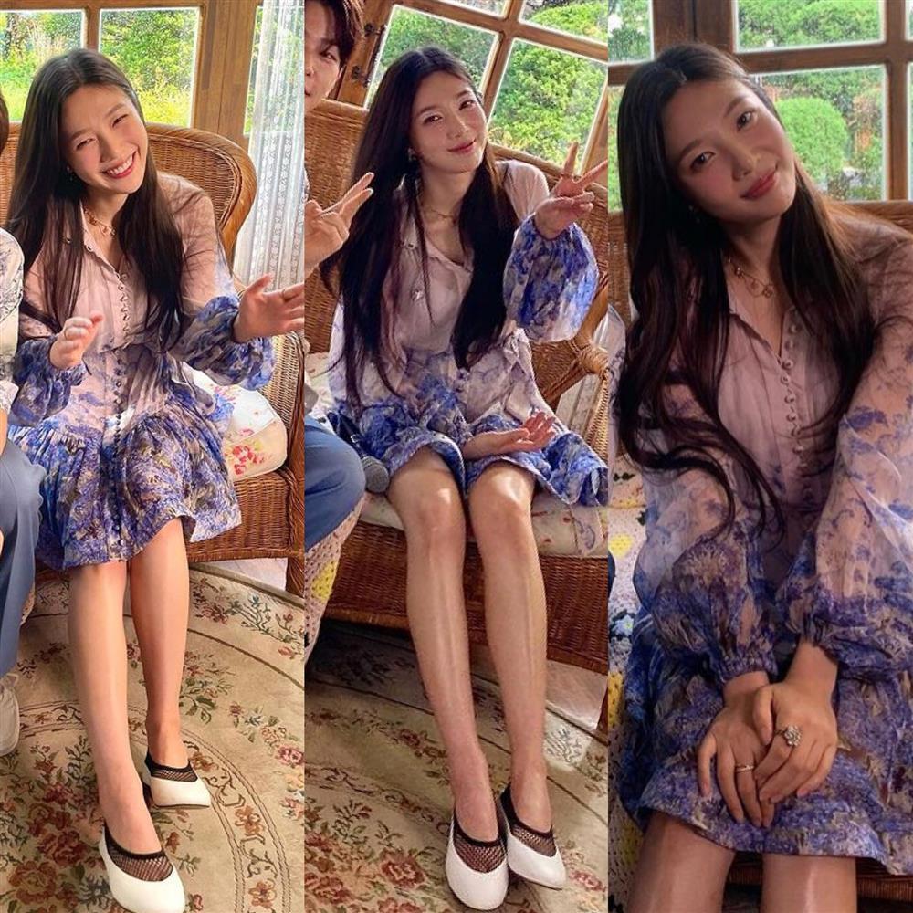 Học cách phối váy áo họa tiết mùa hè rực rỡ như Joy (Red Velvet)-7