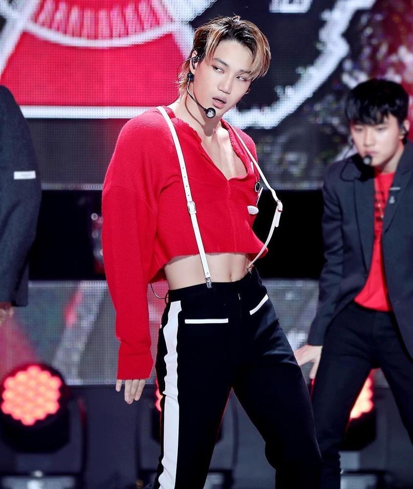 Nam ca sĩ Hàn Quốc mặc váy, ngày càng nữ tính-3