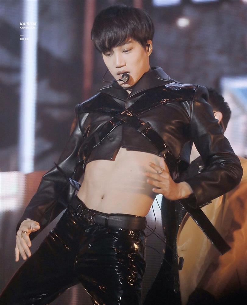Nam ca sĩ Hàn Quốc mặc váy, ngày càng nữ tính-4