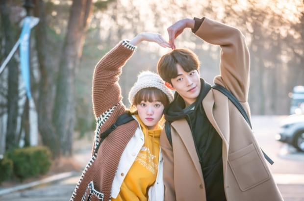 HOT: Nghi vấn Nam Joo Hyuk - Lee Sung Kyung yêu lại từ đầu sau 4 năm?-9