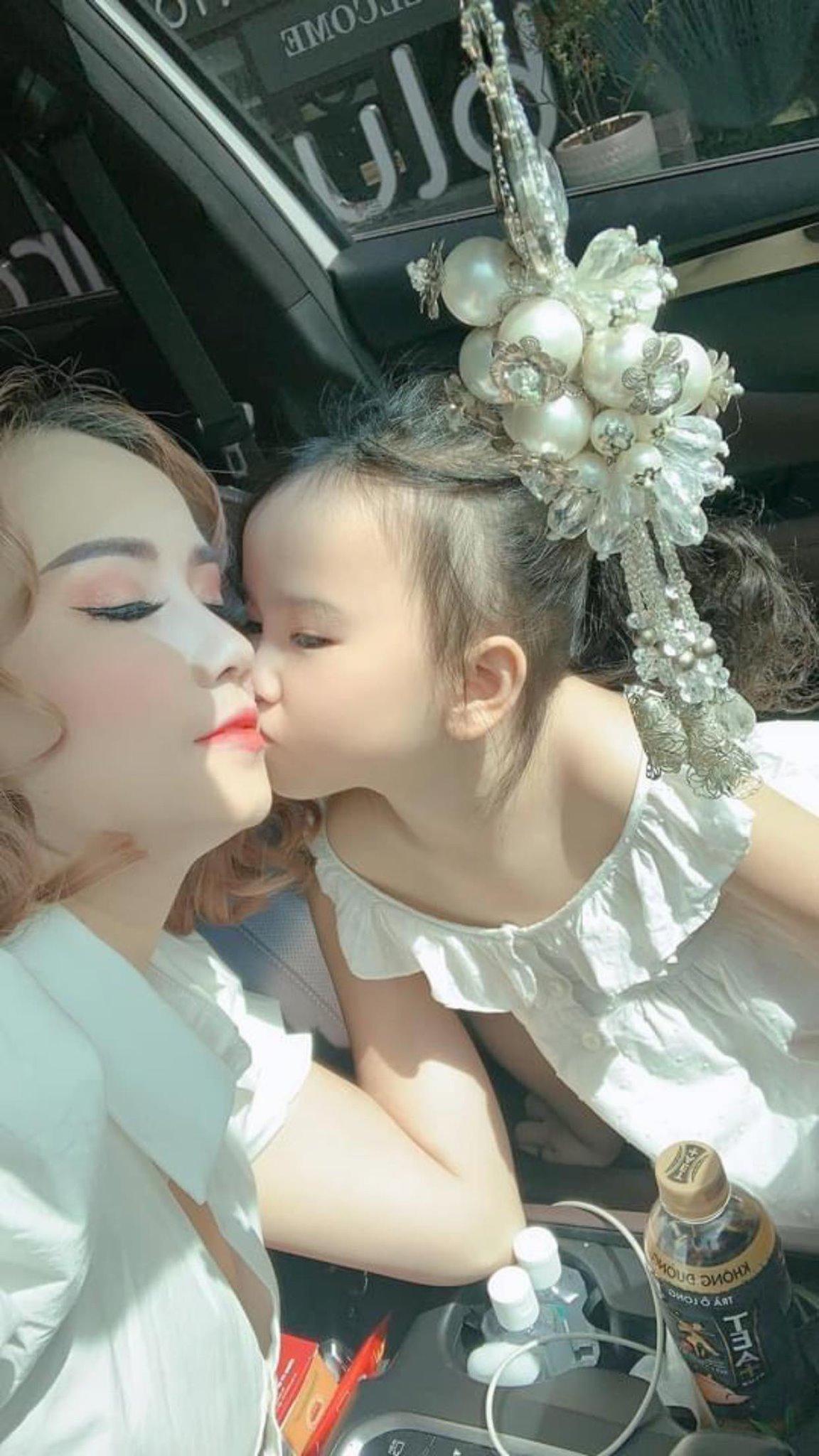 Tin sao Việt: Mai Phương Thúy tóc bạc đầy đầu ở tuổi 33