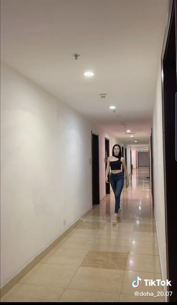 Hoa hậu Đỗ Thị Hà nhờ chấm điểm, dân mạng chê lên chê xuống-2