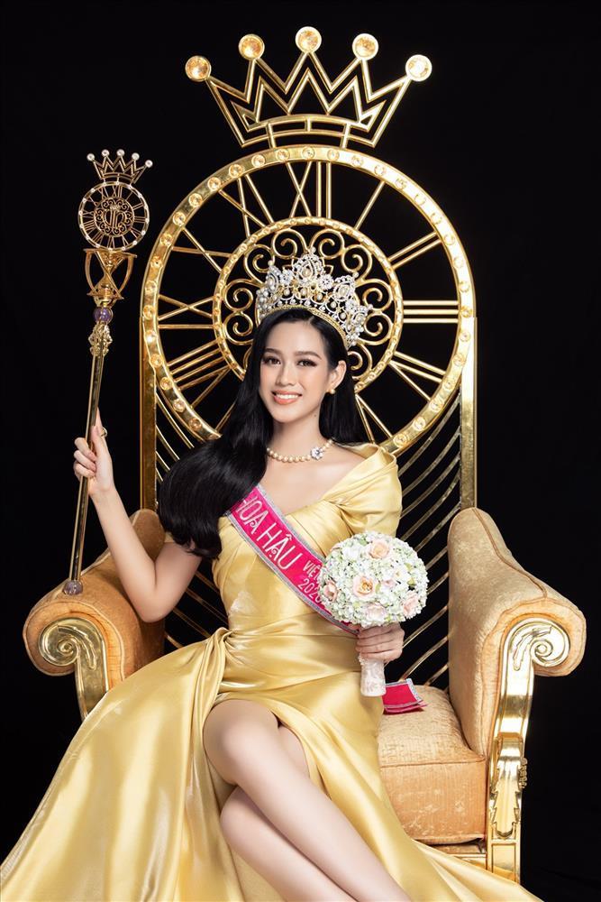 Hoa hậu Đỗ Thị Hà nhờ chấm điểm, dân mạng chê lên chê xuống-5