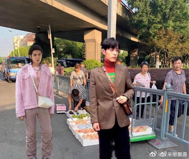 Đại sứ thương hiệu Ngô Diệc Phàm mặc hàng hiệu như đồ chợ-3
