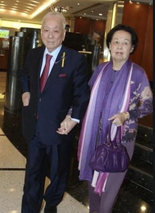Người phụ nữ 70 năm độc sủng hậu cung tỷ phú giàu nhất Hong Kong-3