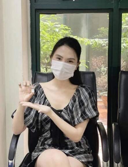 Xôn xao cô gái khoe đặc cách tiêm vaccine ưu tiên vì bố đẻ chiếu cố-2