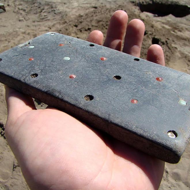 Tìm thấy điện thoại iPhone hơn 2.000 năm tuổi trong lăng mộ cổ-1
