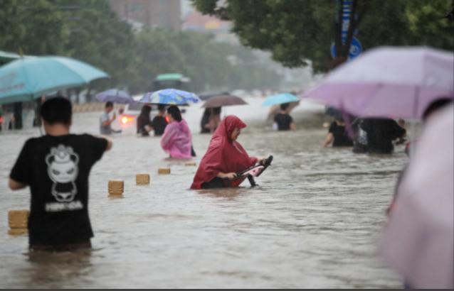 Cảnh khó tin do mưa lũ ở Trung Quốc, nhiều nơi chìm trong nước-1